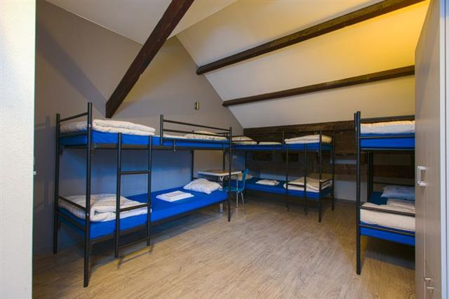 6 person hostel room at King's Inn City Hotel and Hostel Alkmaar