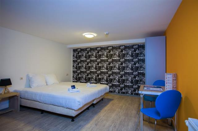 Privacy and comfort in King's Inn private hostel room